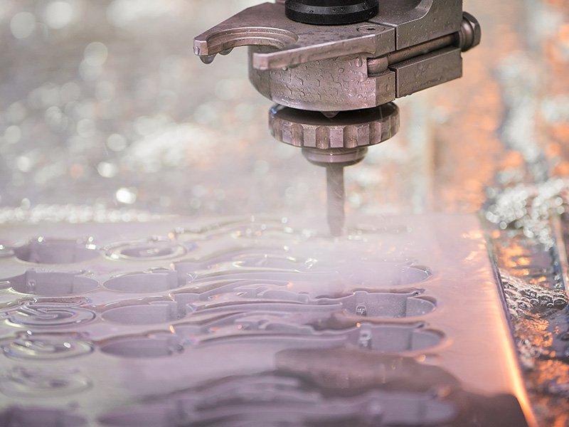 découpe de métal au jet d'eau